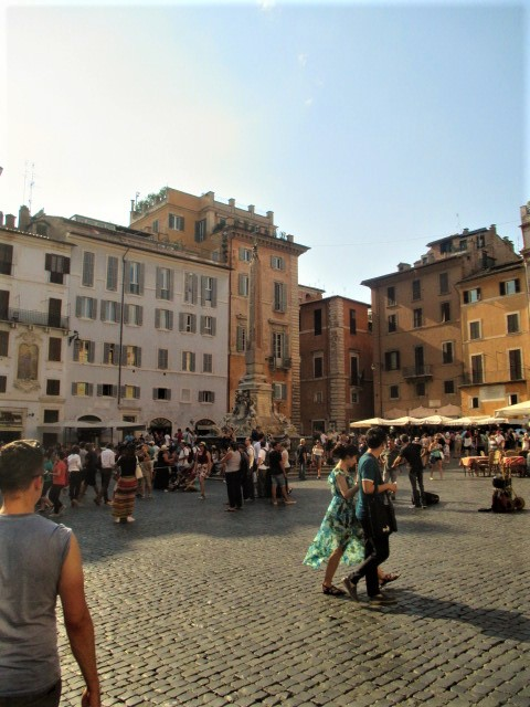 rome-pantheon-piazza