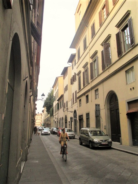 florence-cyclist-in-the-street