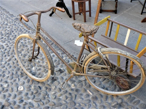 milan-antiques-market-bike