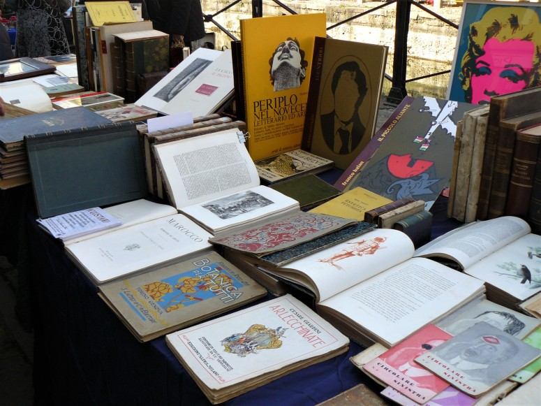 milan-antiques-market-books