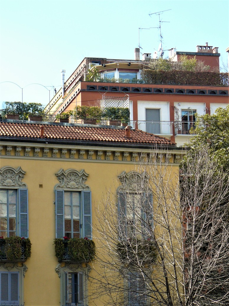 milan-brera-buildings
