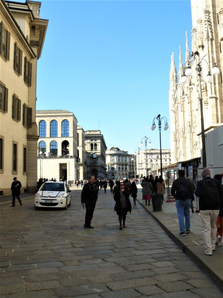 milan-piazza-del-duomo-2