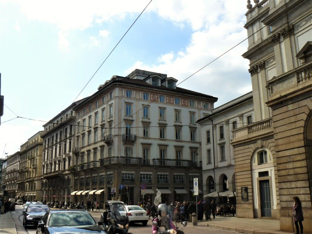milan-piazza-della-scala-2