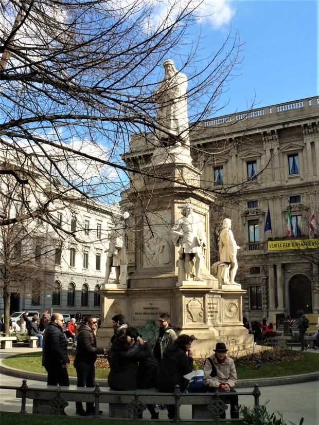 milan-piazza-della-scala