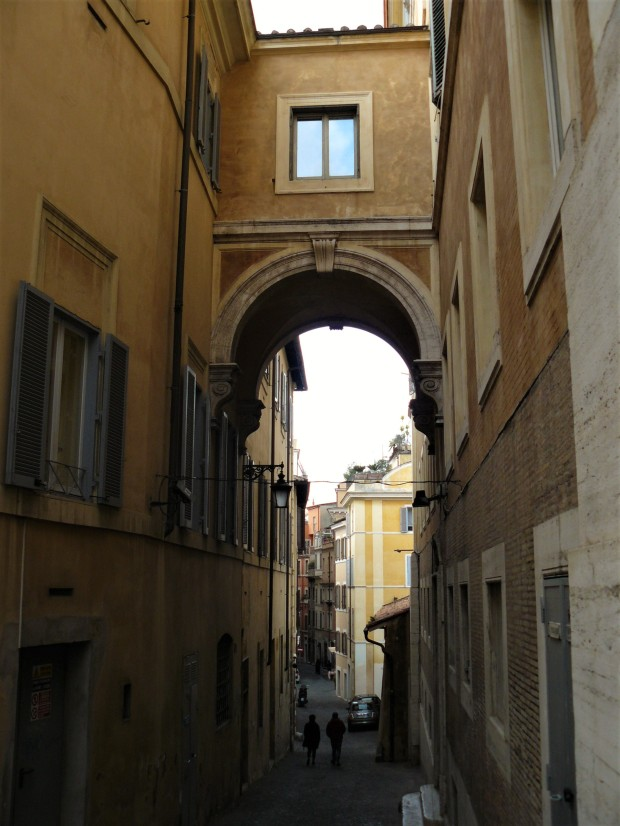 rome-alley-archway