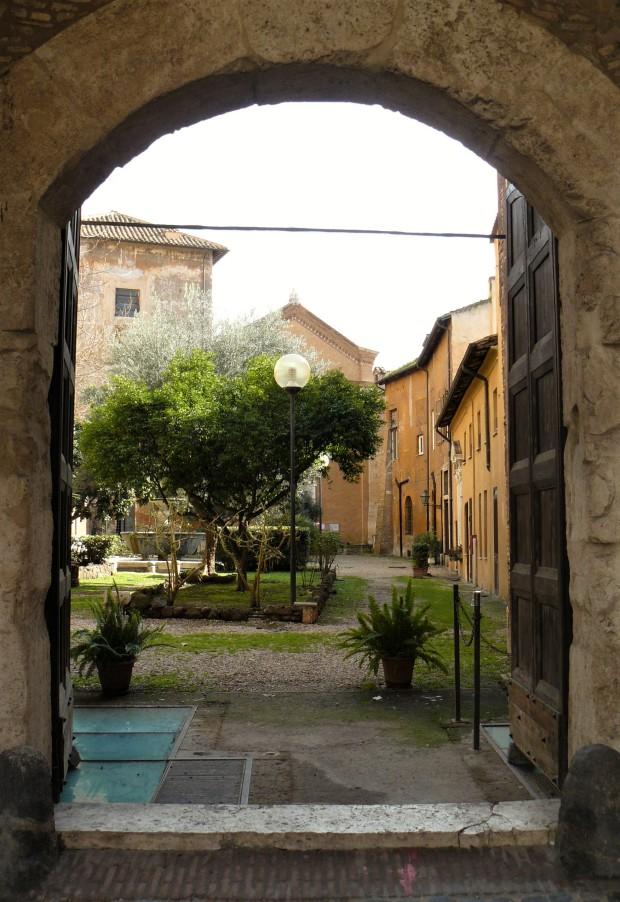rome-chiesa-di-san-cosimato-entrance