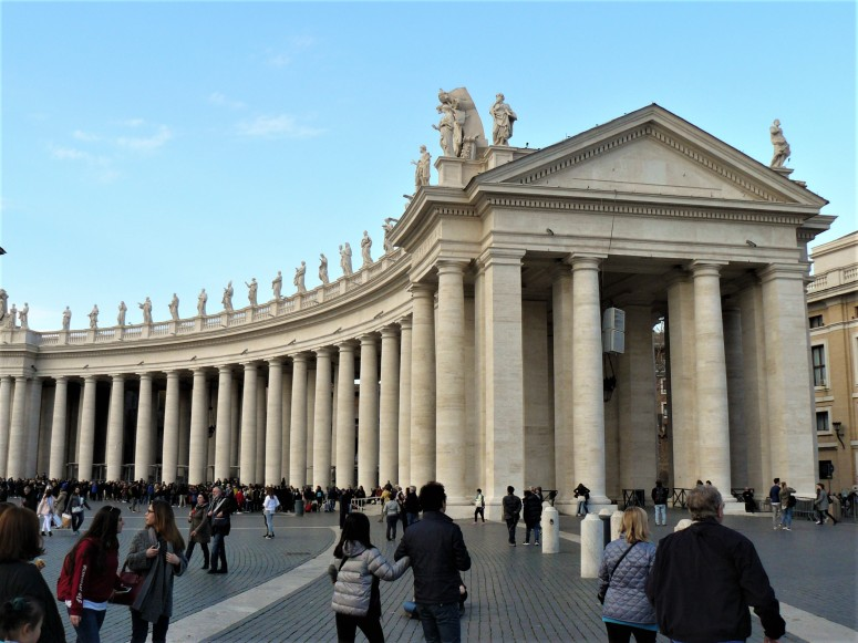 rome-piazza-san-pietro-columns