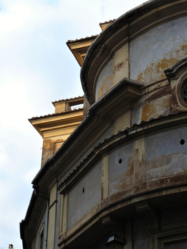 rome-rusted-building