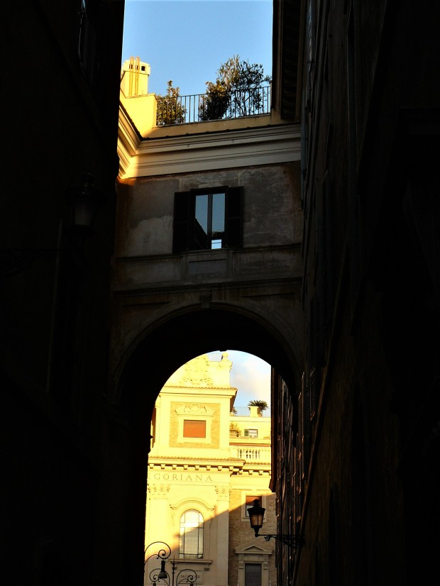 rome-sun-and-buildings