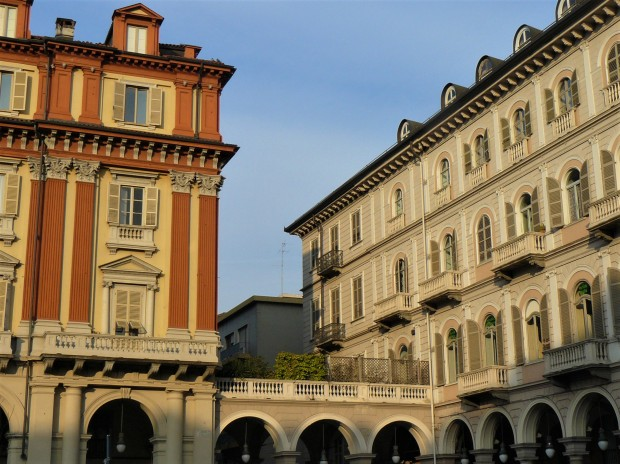 turin-piazza-statuto-buildings