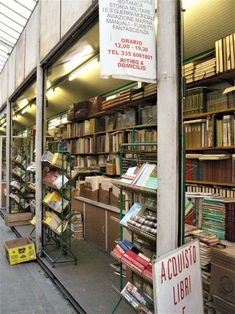 turin-piazza-vincenzo-arbarello-book-shop