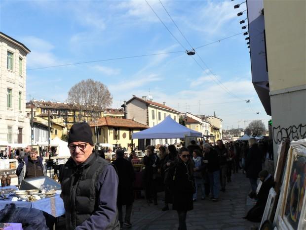 milan-people-at-the-market