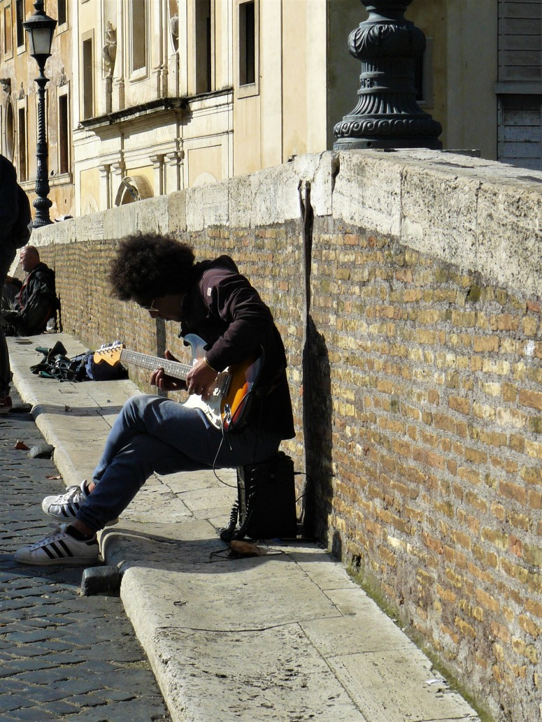 rome-guitarist-busker