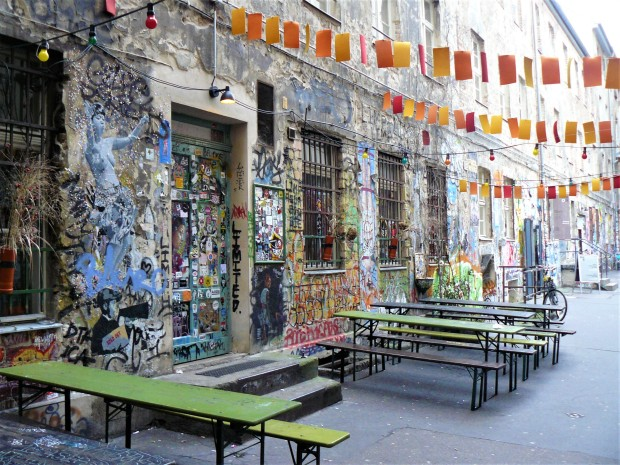berlin street art courtyard 1