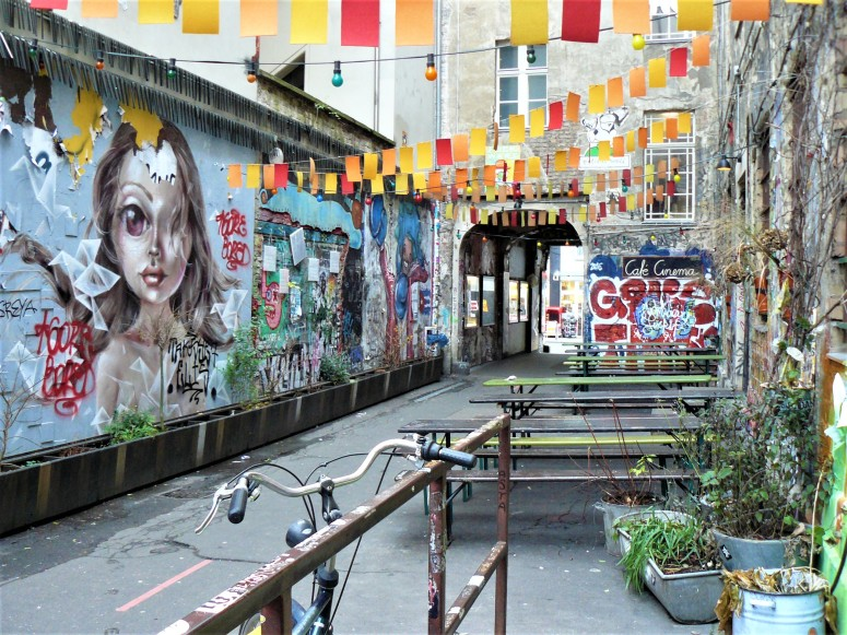 berlin street art courtyard 3