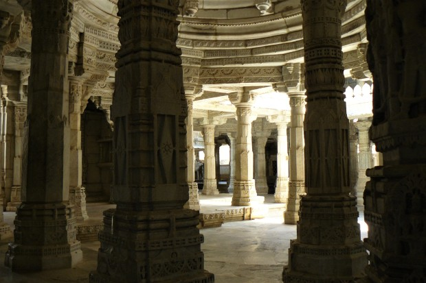 ranakpur temple interior 3
