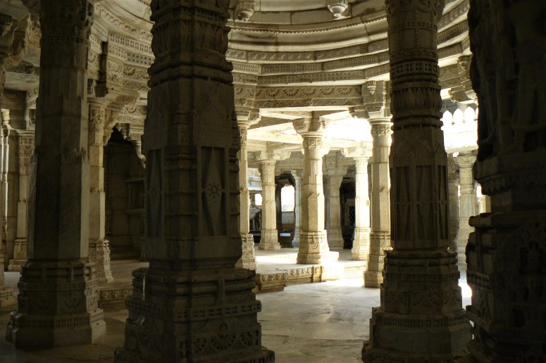 ranakpur temple interior 3