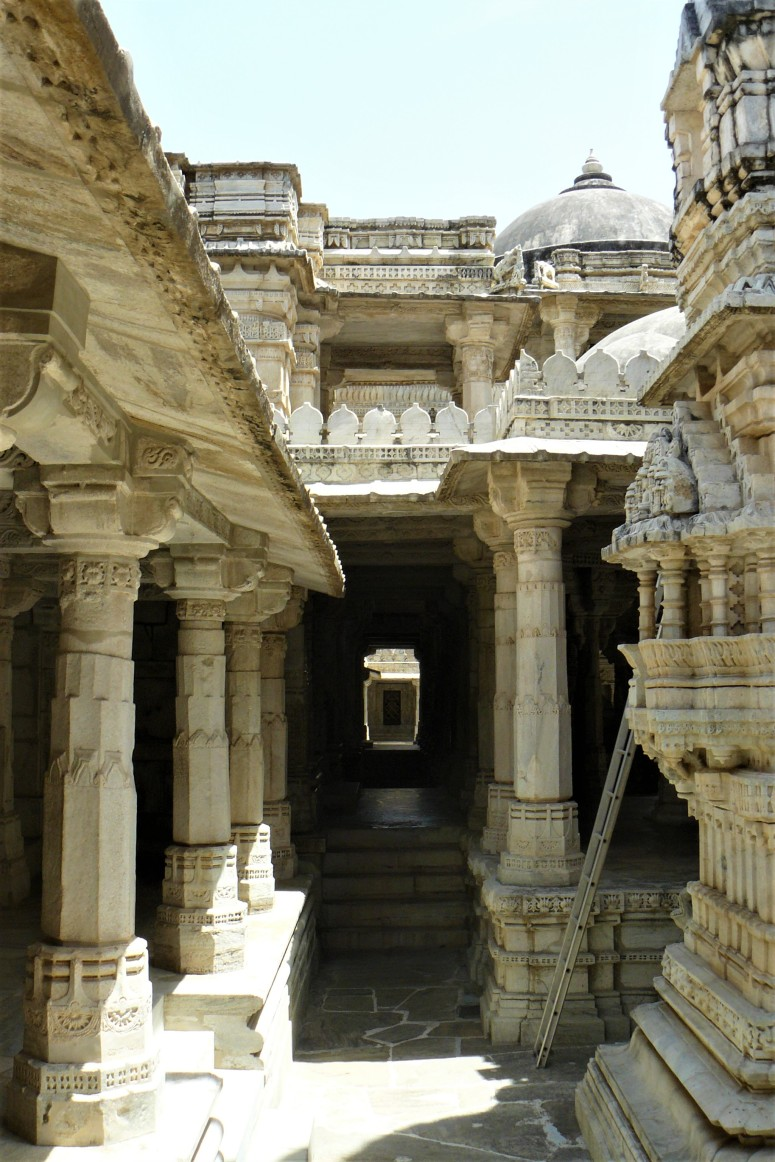 ranakpur temple interior 4