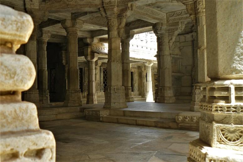 ranakpur temple interior 5